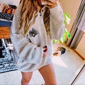 Vtg oversized cotton Henley sweater w/deer p10